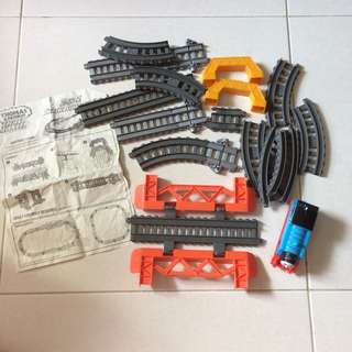Thomas and Friends Trackmaster 2-in-1 Trackbuilding Set
