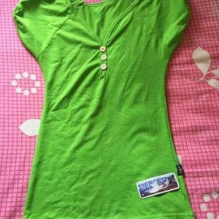 Kaos hijau ( masih ada tag)