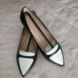 Flat Shoes Black & White