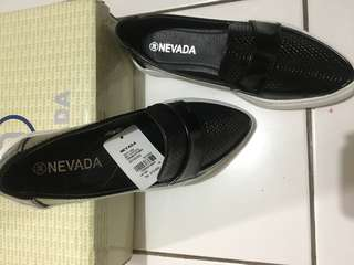 Sepatu nevada slipon