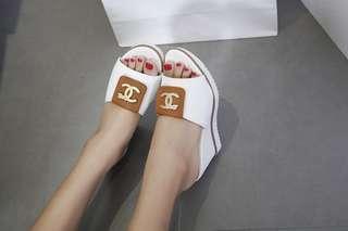 Sandal Chanel #1128-39#12   Semipremium Bahan Kulit Togo Heels 9 cm Berat 7ons  Ada 3 Warna; *Black,Brown,White* Size &  Insole; 36-23cm     ,,39-24,5cm 37-23,5cm  ,,40-25cm  H 160rb