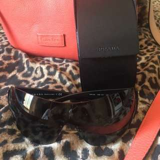 Aunthentic PRADA SUNGLASSES with its box!! Bargain! No scratches looks new actually pretty big for me selling it for very cheap!