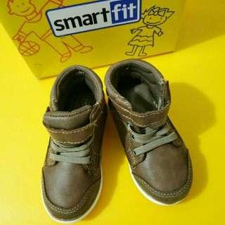 Sepatu smart fit