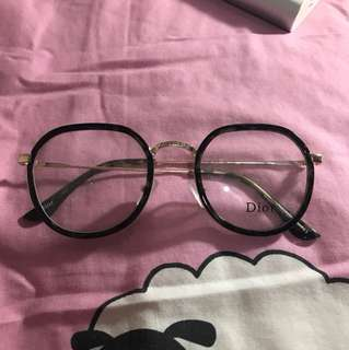Kacamata di*r