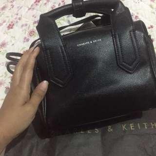 Charles n keith bowling bag/tas