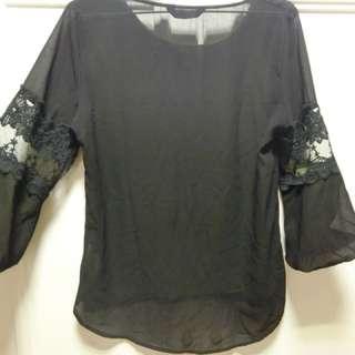🚚 鏤空拼接袖黑色氣質上衣