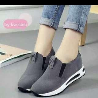 Sepatu slipon hitam
