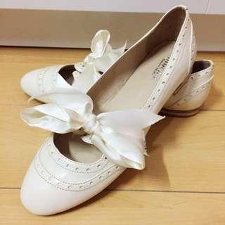 白包蝴蝶結平底鞋
