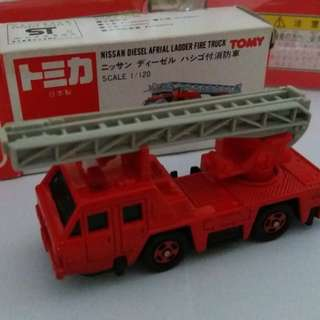 Tomica tomy tomy車 no 22 號 日本製1:120 Nissan Diesel Afrial Ladder Fire Truck 消防車