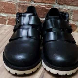 Sepatu gorkha