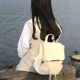 白色後背包