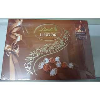瑞士蓮 榛子軟心 朱古力 禮盒 168克 全新未開封 Lindt LINDOR Swiss milk chocolate with hazelnut pieces and a smooth melting filling