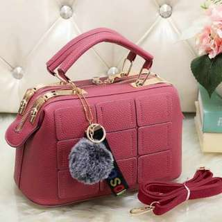 New New New 🎀💓💋  New Fashion Bag 1133Q Material Togo Quality Semi Premium Size 20x10x19 Weight 500gr  Ready 6 Colours Red. Green. Pink. Grey. Black. Brown