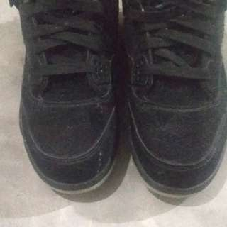 Nike air jordan retro 4 x kaws black