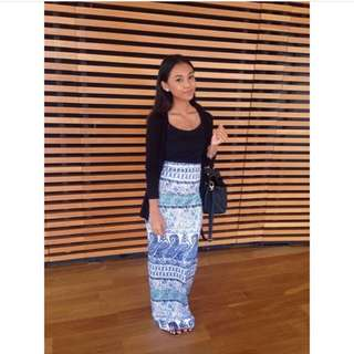 Noskinattached blue printed maxi skirt