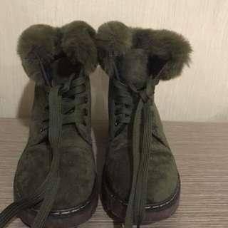 Bulu bulu boots