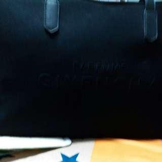 GIVENCHY 旅行袋 hand carry19寸 闊度 ×袋底八吋半x 高11吋