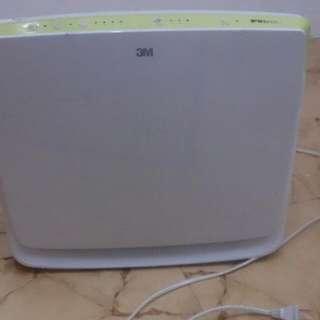 臺灣製3M空氣慮清機 ,功能完全 ,需自行購買慮網 ,因小孩住校所以用不到了 ,新品價近三千元  ,賣900元 。