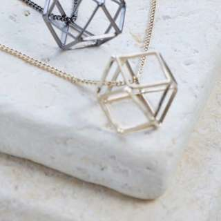 Gold geometrical necklace with crystal!