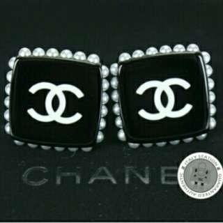 #15Off Chanel Pearl Earring