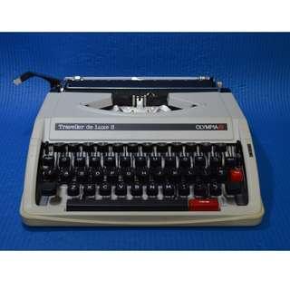 Traveller de Luxe S 舊款打字機OLYMPIA牌