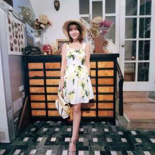 甜美鈕扣檸檬吊帶百褶蓬蓬洋裝