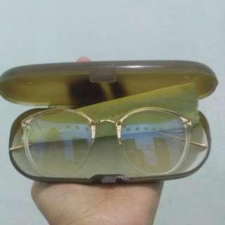 Kacamata transparant