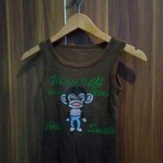 Kaos dalam anak monkey