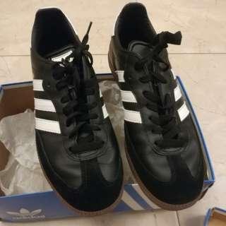 adidas 足球鞋