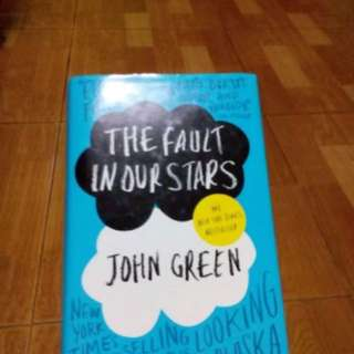 Buku the fault in our stars hard cover English