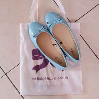 NEW SEPATU THE LITTLE THINGS SHE NEEDS