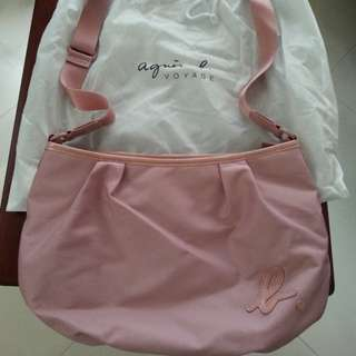 (64%off)Burberry Blue Label hand bag 《日本行貨》  《9 成新、正貨。》(36折)  Burberry 小手挽袋 (亦可單膊用),極易配搭,春,夏天必備! 原價 2800 ; 現價 999