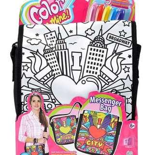 🚚 (全新)Color Me Mine 彩繪DIY信差包 斜背包 附5枝彩繪筆