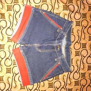 Hot pants jeans motif merah