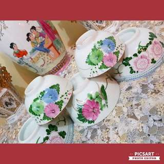 1950s Underglazed Hand-Painted Flowers & Bird Rice Bowls. 3pcs 11.5cm dia, 2pcs 9.5cm dia. Mostly unused, Good condition, no chip no crack and just 1pc small bowl has very light temperature-hairline. All 5pcs for $45 offer, sms 96337309.