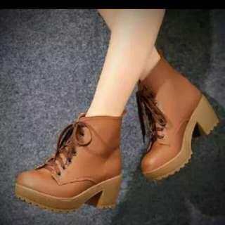 Sepatu boots heels