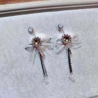 Ribbon diamond fur earrings