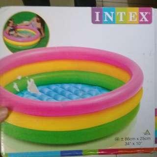 Kolam renang Intex