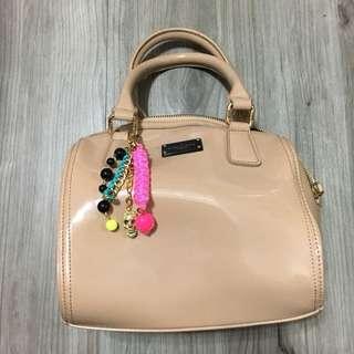 Paul's Boutique Women's Millie Block Patent Mini Bowler Bag  Mushroom