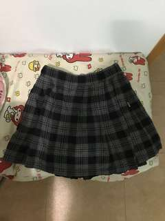 Chocolate 半截裙,灰黑色格子,有袋,九成新,原價$299