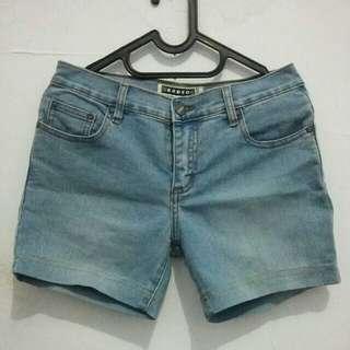 Code : Celana Jeans Pendek