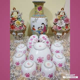 Rare 1950s Hand-Painted Pink Flowers & Chinese Character Bowls. 1pc Large Serving Bowl 18cm dia & 9cm height, 1pc 11.5cm dia and 13pcs 9.5cm dia bowls. Mostly Unused, Good condition, no chip no crack.. All 15pcs for $48 offer, sms 96337309.