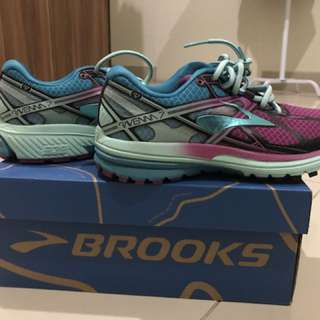 Running Shoes BROOKS Size 37,5
