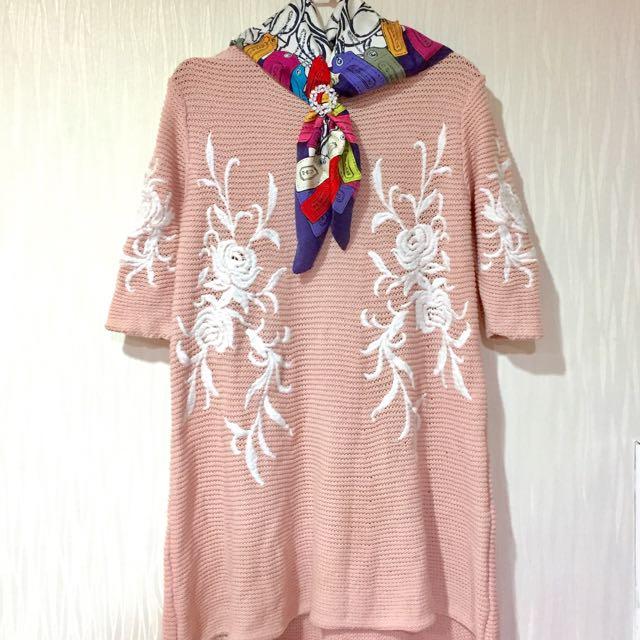 粉色 襯膚 針織 刺繡 洋裝 不撞衫