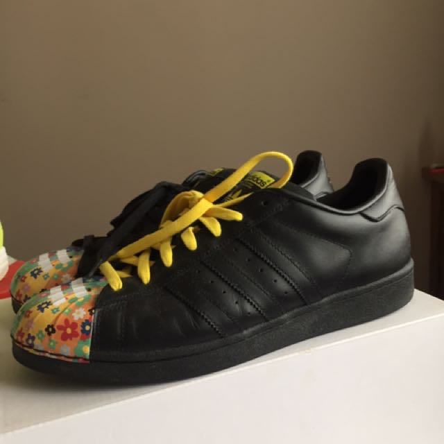 Adidas superstars us size 11