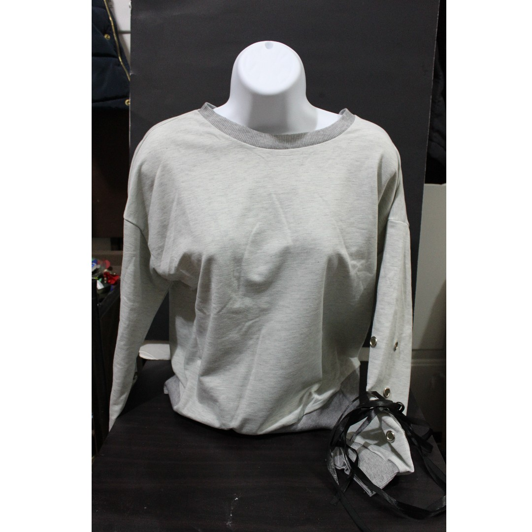 Cropped Sweatshirt with Lace-Down Sleeves (Size S)