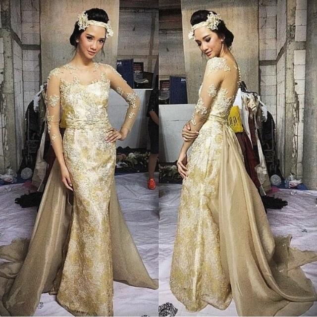 Gaun pengantin gold