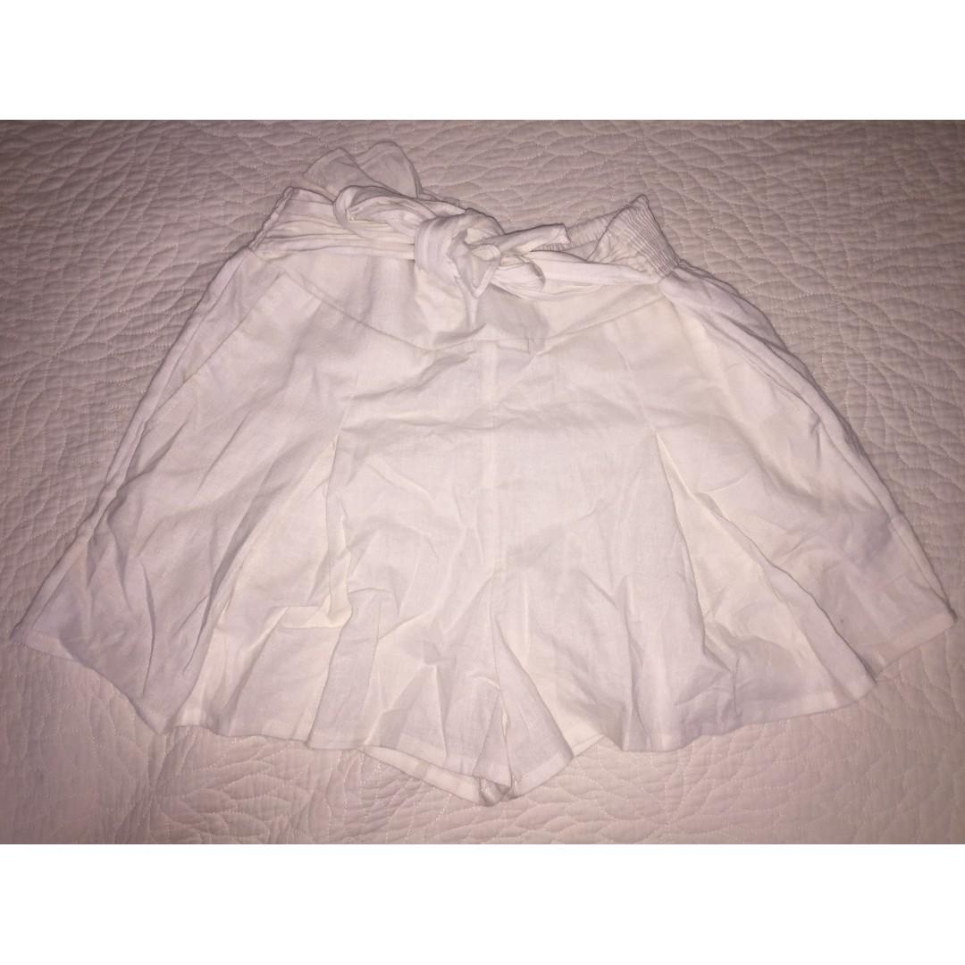 GLASSONS, LINEN BLEND TIE FRONT SHORT, size 8