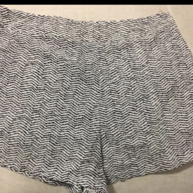 Glassons size 6 high wasted shorts