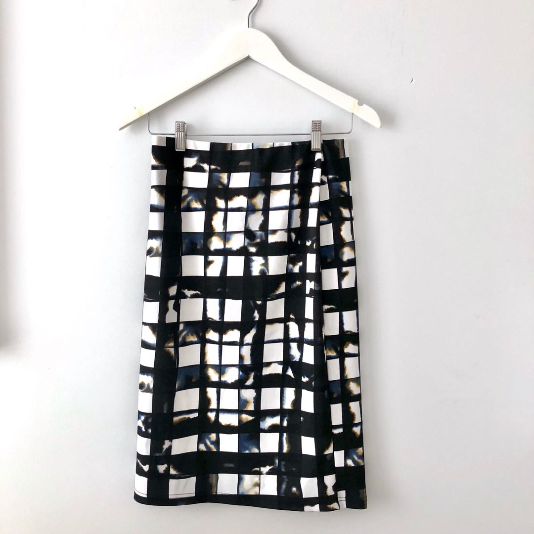 Graphic print patterned matching skirt and top set